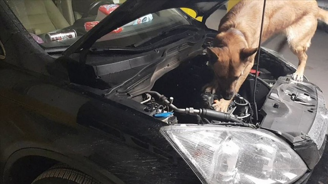 Otomobile mıknatısla gizlenen 57,6 kilogram eroin ele geçirildi