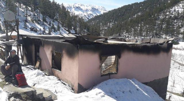 Şehit oğlunun maaşıyla yaptırdığı evi yandı