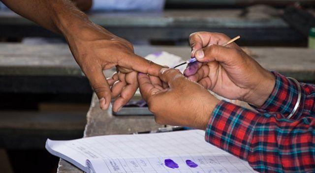 Yanlış partiye oy verince işaret parmağını kesti