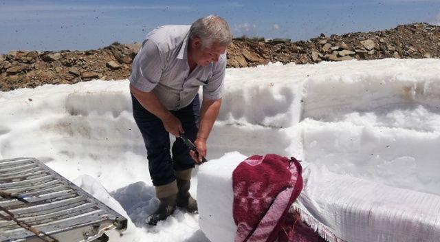 2 bin 157 metrede ekmeğini kardan çıkartıyor