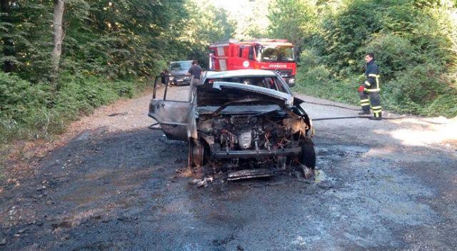 Alev alev yanan otomobil küle döndü