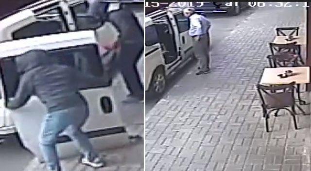 Bayrampaşa'da otomobilin iki kapısını 3 dakikada çaldılar