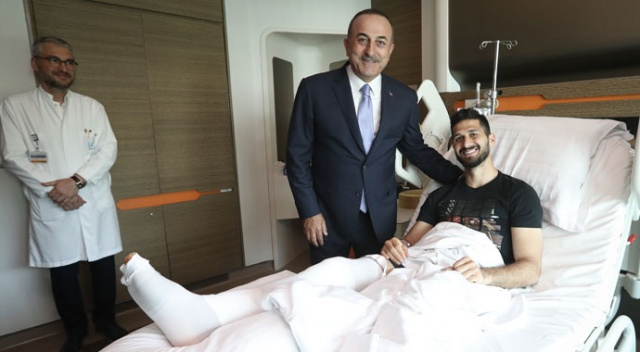Dışişleri Bakanı Çavuşoğlu, Emre Akbaba'yı ziyaret etti