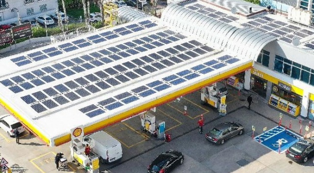 Enerjisini güneşten  alan yakıt  istasyonu