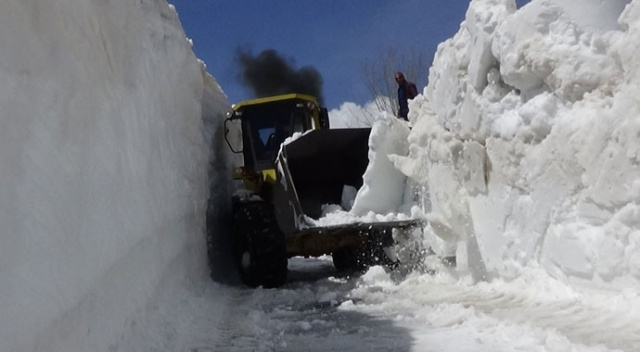 Karla kaplı yol 6 ay sonra açılabildi