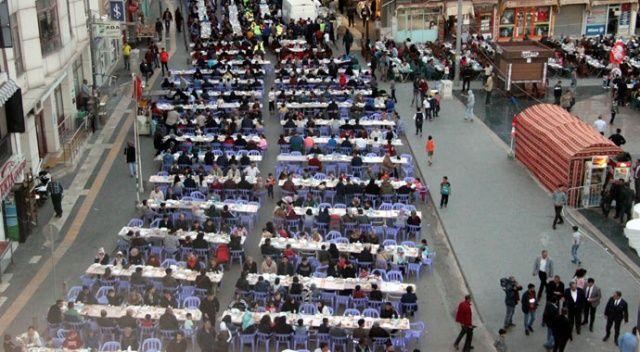 Kilis'te 5 bin 500 Türk ve Suriyeli birlikte iftar açtı