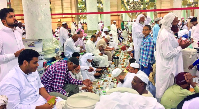Mescid-i  Nebevi'de iftar bereketi