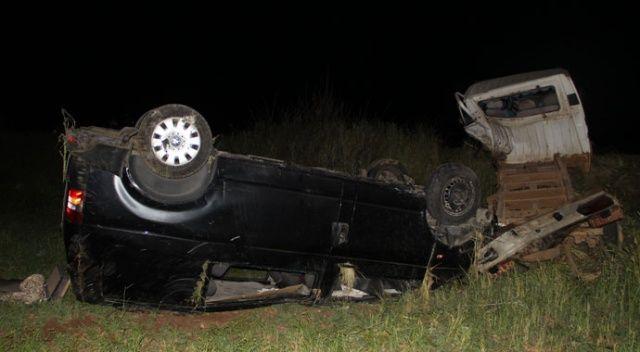 Midyat'ta kamyonet ile minibüs çarpıştı: 1 ölü, 6 yaralı