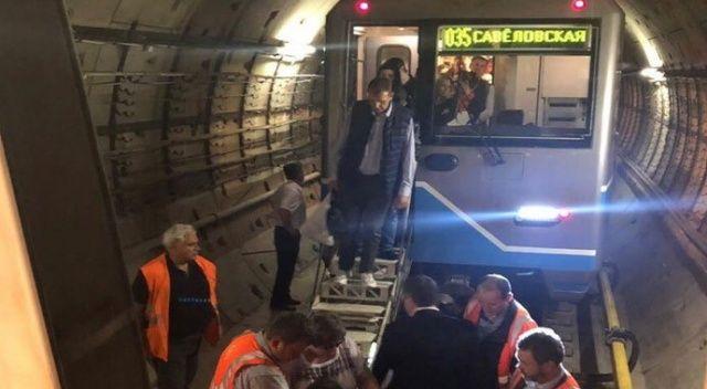 Moskova metrosunda bin kişi 2 saat boyunca mahsur kaldı