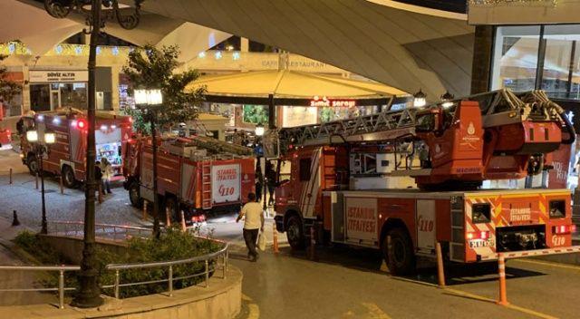 Pendik'te alışveriş merkezinde yangın