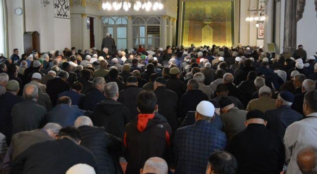 Ramazan'ın ilk cuma namazında camiler doldu taştı