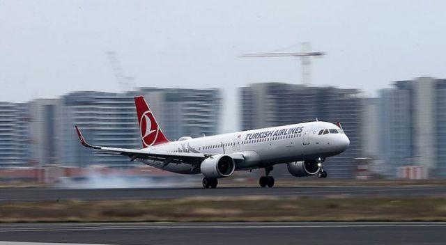 Uçağın kanadı elektrik direğine temas etti