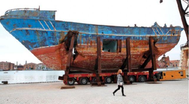 Utanç teknesi  sanat eseri oldu