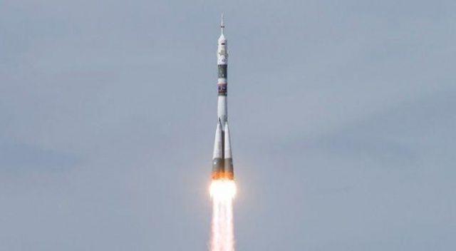 Uzaya giden rokete şimşek çarptı