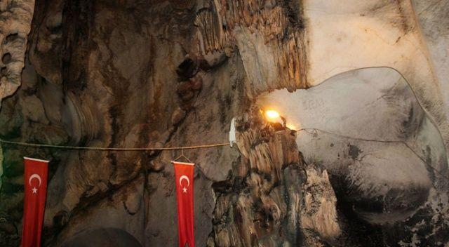 5 milyon yıllık mağara görenleri kendine hayran bırakıyor