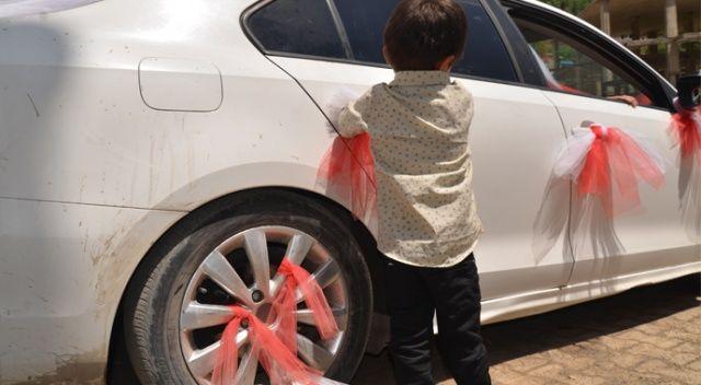 Ablasının evlenmesini istemedi, gelin arabasını taş yağmuruna tutup intihara kalkıştı