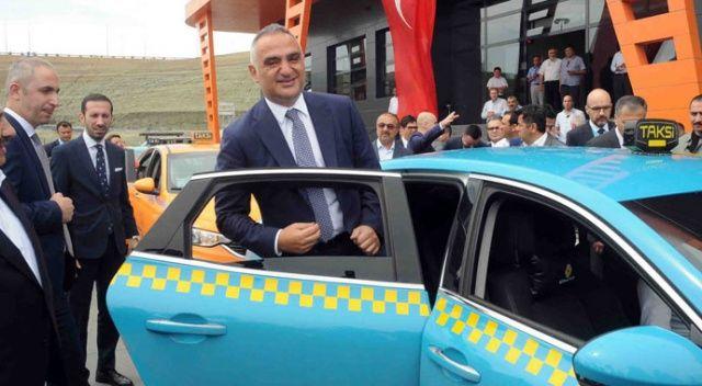 Bakan Ersoy: 2 bin 500 taksiciye 13 dalda davranış ve turizm eğitimi verilecek