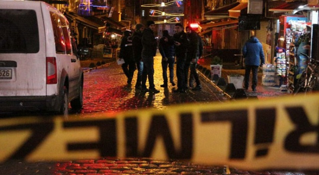 Beyoğlu'nda üvey baba dehşeti kamerada