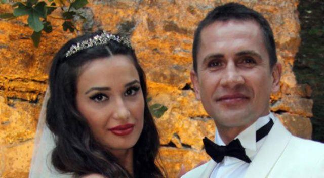 Emre Aşık'tan kendisini FETÖ'yle suçlayan eşine 2 liralık tazminat davası