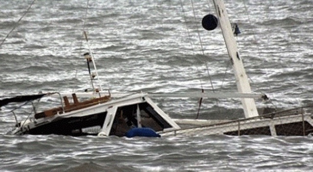 Endonezya'da tekne battı:17 ölü