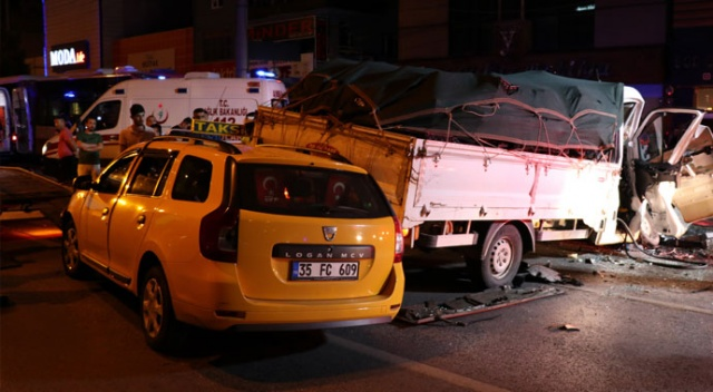 İzmir'de zincirleme trafik kazası: 4 yaralı