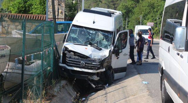 Marmaris'te turistleri taşıyan araç kaza yaptı: 17 yaralı