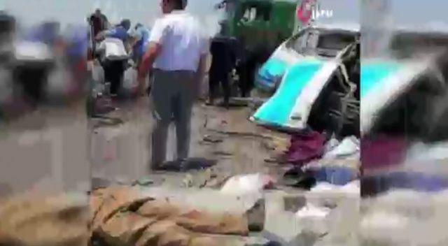 Mısır'da 2 minibüs çarpıştı: 14 ölü, 8 yaralı