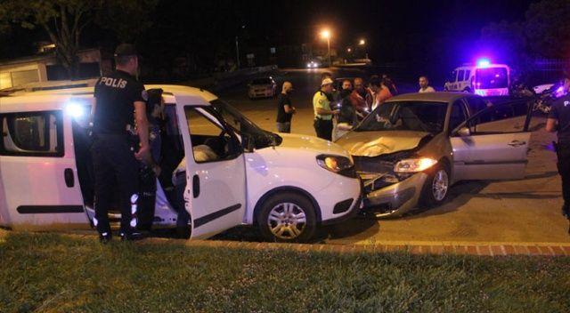 Polis aracı ile otomobil çarpıştı: 2'si polis 5 yaralı