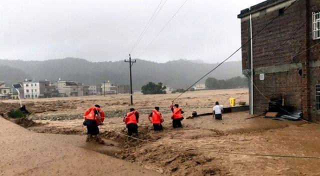Sel, Çin'i yıkıp geçmeye devam ediyor
