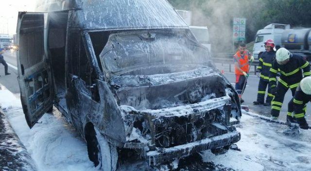 TEM'de alev alev yanan minibüs kullanılmaz hale geldi