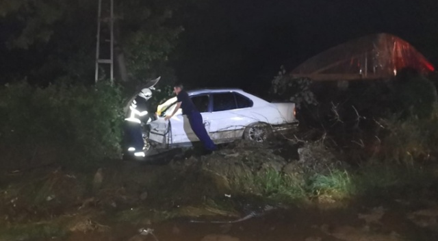 Tokat'ta çamurlu yolda 3 araç çarpıştı: 4 yaralı