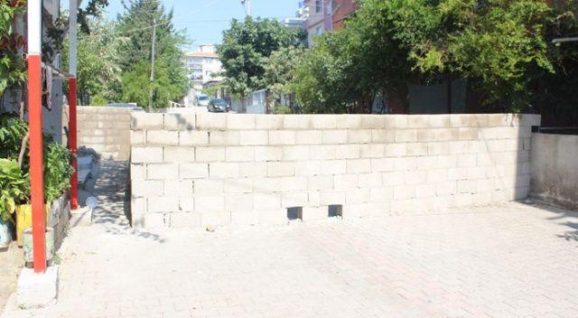 'Tapulu malım' dedi, 30 yıllık sokağa duvar ördü