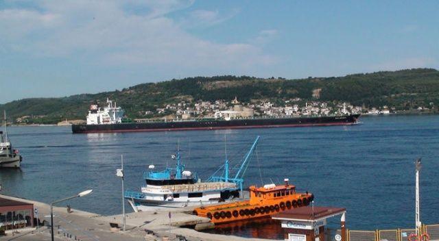 300 metrelik dev tanker Çanakkale Boğazı'nı trafiğe kapattı