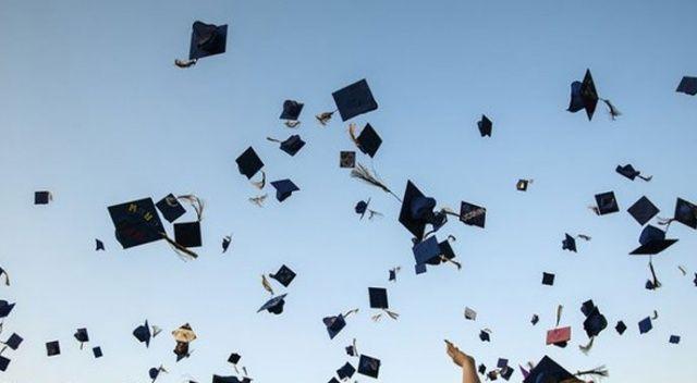 Altı bin öğrenci kep attı