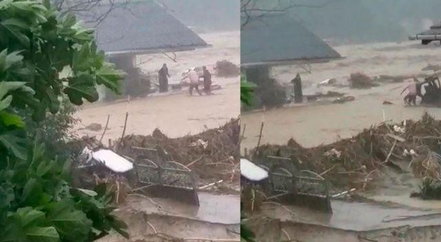 Ayağından yaralanan kadını sel sularına kapılmaktan vatandaşlar kurtardı