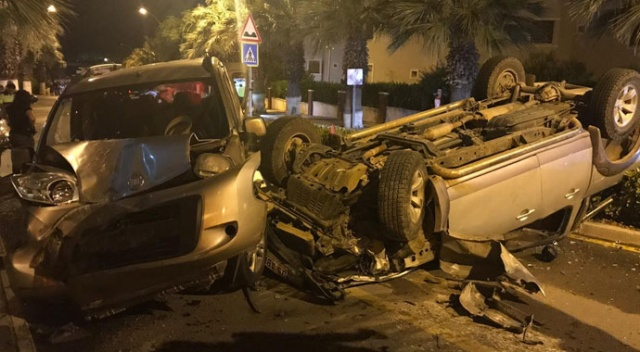 Aydın'da kamyonet park halindeki araçlara çarptı: 1 yaralı