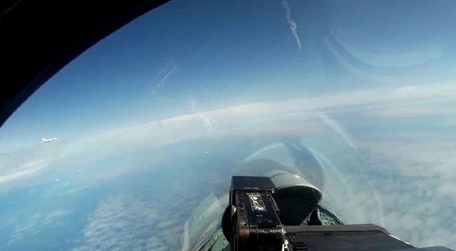 Baltık Denizi'nde Rus uçaklarını Finlandiya ve İsveç uçakları takip etti