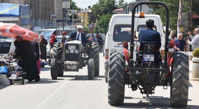 Belediye başkanı, 36 yıllık traktörünü makam aracı olarak kullanıyor