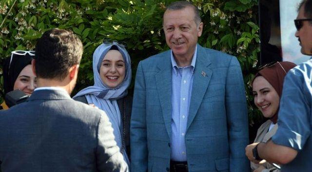 Çengelköy'de Cumhurbaşkanı Erdoğan'a vatandaşlardan yoğun ilgi
