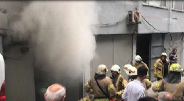 Eminönü'nde yangın: 1 çalışan yaralı
