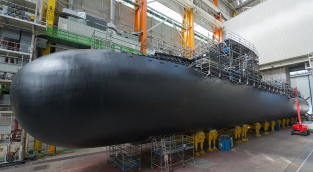 Fransa yeni nükleer denizaltısının açılışını yaptı