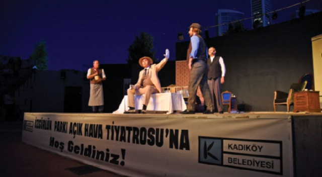 İstanbul'da  yaz tiyatrosu