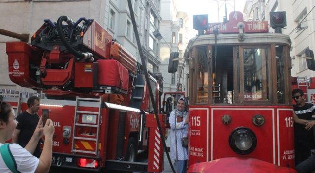 İstiklal Caddesi'nde tramvayın elektrik halatı koptu, seferler durdu