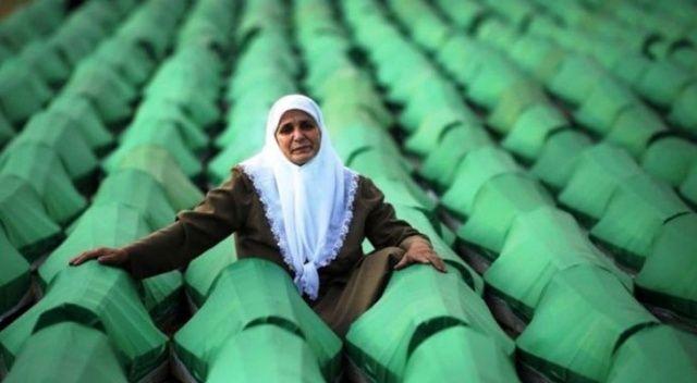 Kimliği belirlenen 33 Srebrenitsa kurbanı toprağa veriliyor
