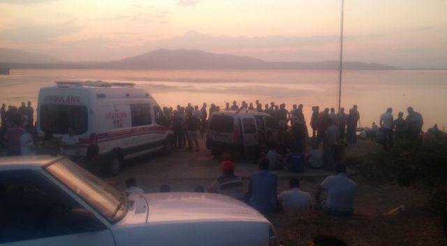 Manisa'da gölde kaybolanları arama çalışmalarına ara verildi