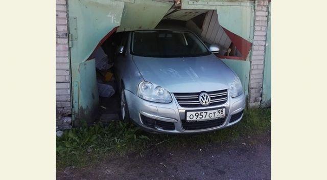 Rus sürücü yanlışlıkla komşusunun garajına daldı