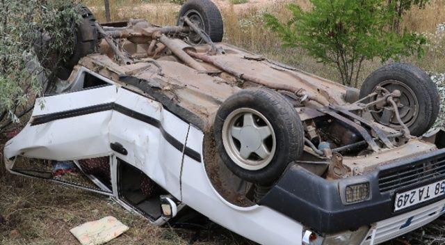 Sivas'ta seyir halindeki aracın lastiği patladı: 6 yaralı