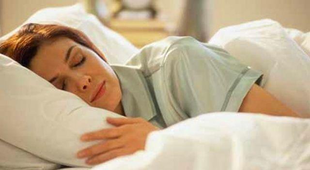 Uyurken Ağızdan Salya Akması Neden Olur, Neden Kaynaklanır? Nedeni nedir? hangi bölüme gözükmelidir?