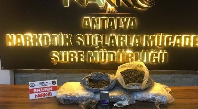 Antalya'da 4 buçuk kilo uyuşturucu ele geçirildi