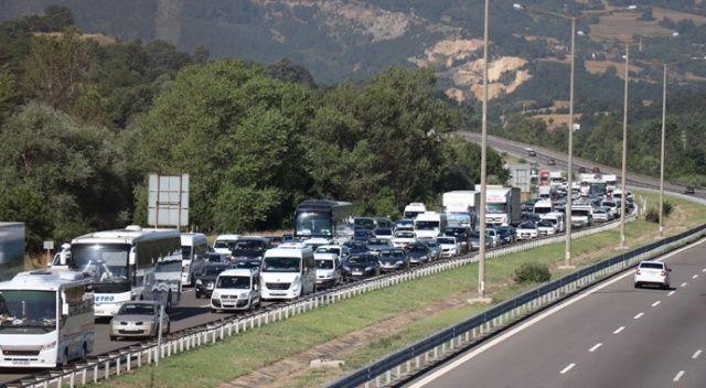 Bolu'da, TEM Otoyolu'nda bayram trafiği yoğunluğu